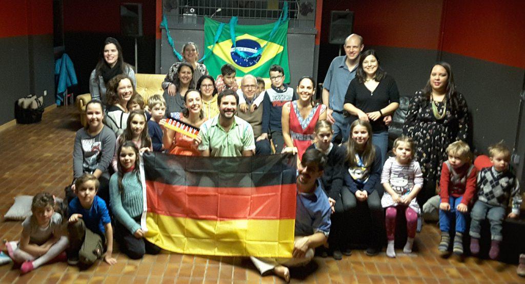 O grupo musical e teatral Os Buritis estao em tourne pela Europa e se apresentaram para a Turma do Balao Bavaro em Gröbenzell